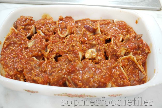 Pour a thin layer of the sauce over the stuffed pasta shells before putting it in the hot oven!