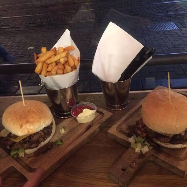 Burgerfabriek via Sophie's Suitcase