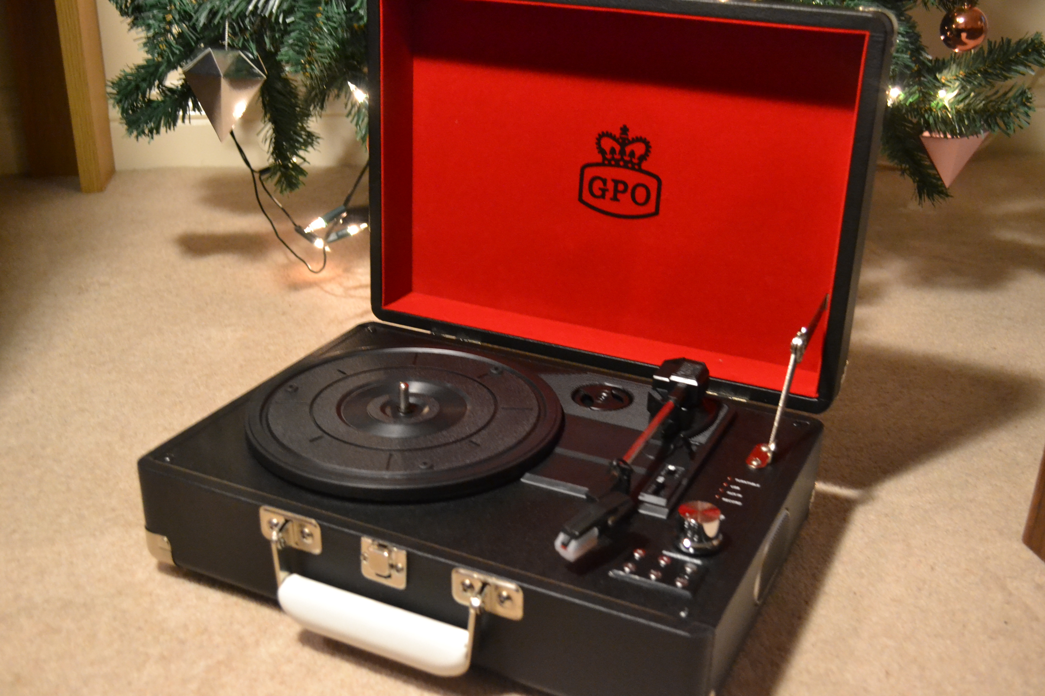 REVIEW: GPO Attaché Record Player