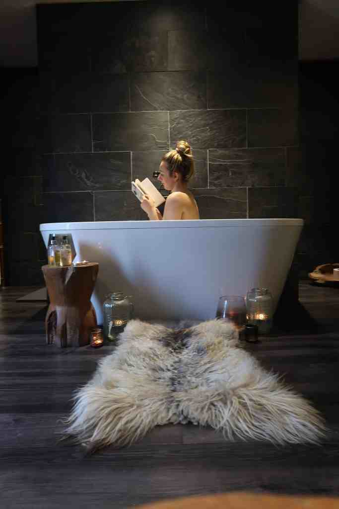 log cabin bath tub