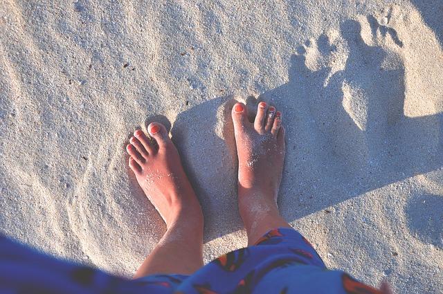 feet-923533_640
