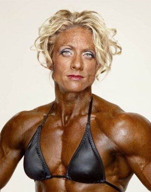 MartinSchoeller-FemaleBodybuilders-01-580x738