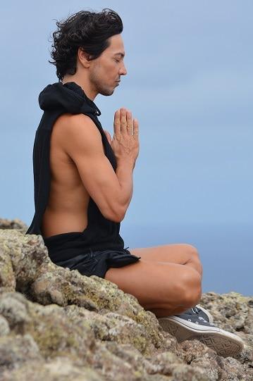 Homme en méditation