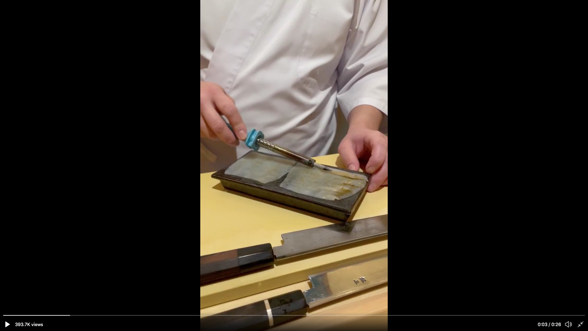 Japanese restaurant sears sushi with a soldering iron【Video】