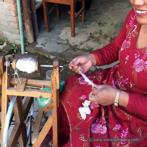 Hand spinning silk yarn