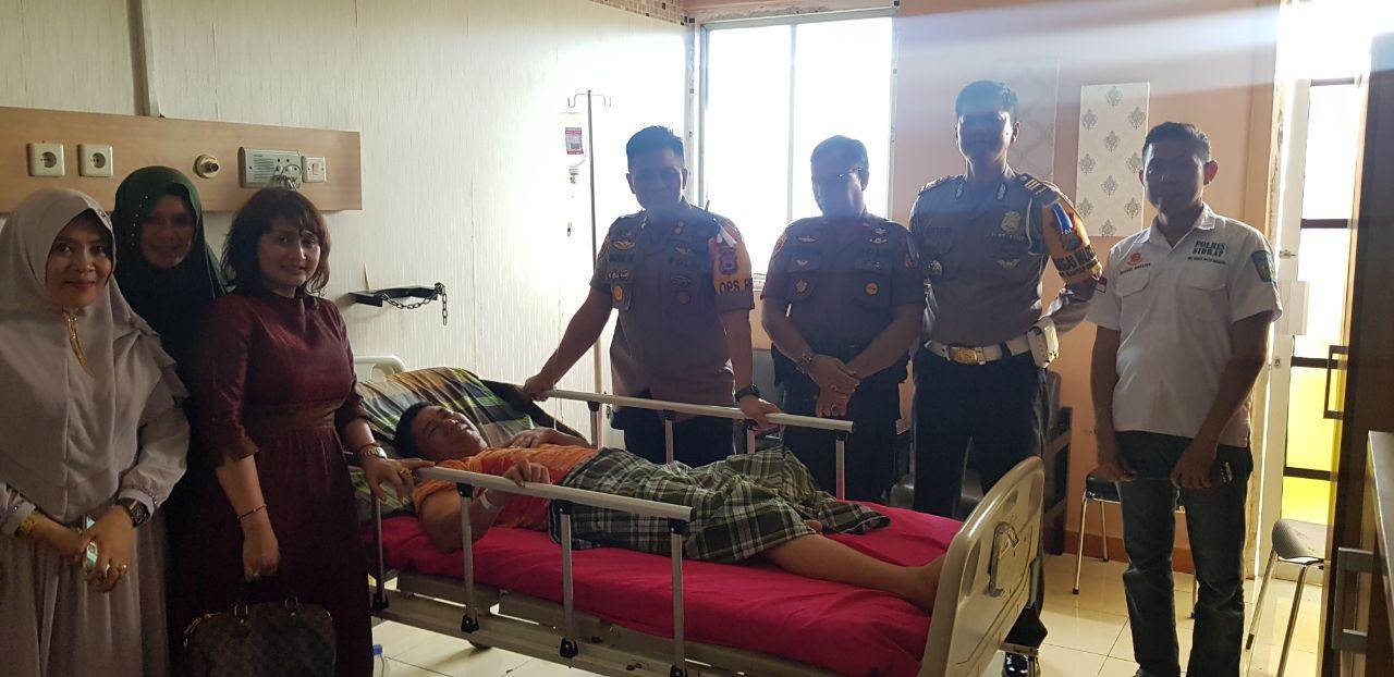Kapolres Sidrap Berikan Perhatian Khusus Menjenguk Anggotanya Yang Dirawat Di Rumah Sakit