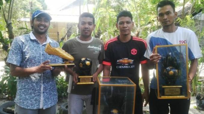 Pemuda Di Aceh Ciptakan Piala Dari Kayu Jati