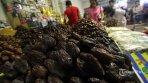 Berburu Kurma Menjelang Ramadhan