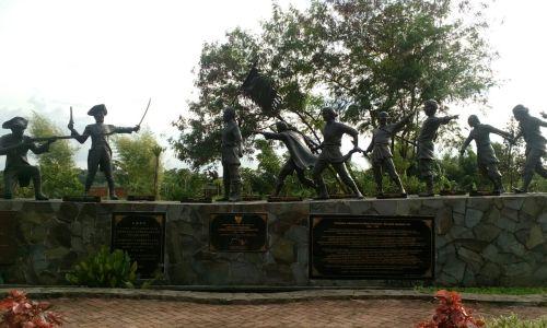 patung pahlawan yang dianggap Tionghoa