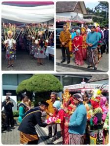 Tarian penyambutan tamu reak mapag pada acara pembukaan museum sri baduga expo 2017