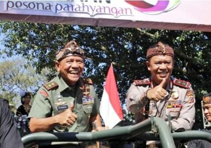 Pangdam III/Siliwangi dan Kapolda Jabar di karnaval kemerdekaan Pesona Parahyangan