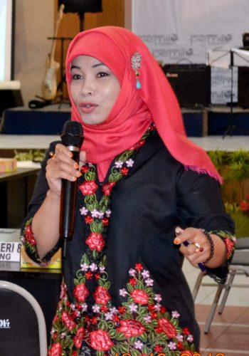 Komisioner KPU Jawa Barat, Nina Yuningsih, saat sosialisasi Semarak Jalan Sehat