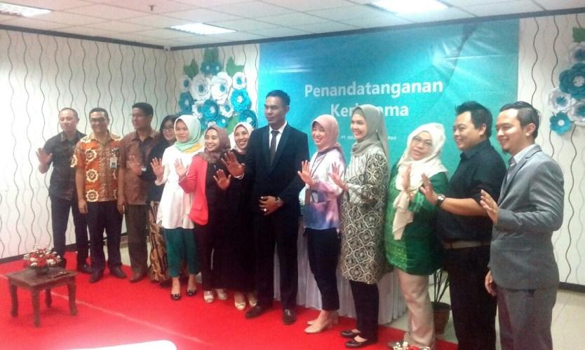 Foto bersama seusai penandatangan MoU antara PT SBL dan Maskapai Garuda Indonesia