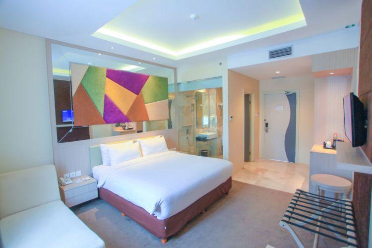 Salasatu kamar layanan LARIZ Hotels & Resorts