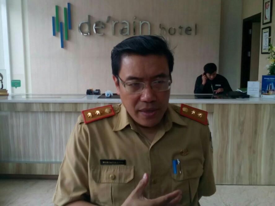 Plt Kepala Disperindag Jabar, Dr Hening Widiatmoko, MA.