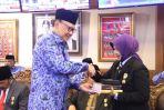 Walikota Banjar menerima Penghargaan Satya Lencana Karya Bakti Praja Nugraha dan Parasamya Purnakarya Nugraha dari Menteri Dalam Negeri RI Tjahyo Kumolo