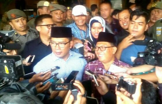Walikota dan Wakil Walikota Bandung, Ridwan Kamil dan Oded M Danial saat wawancaranya dengan wartawan di moment peresmian Bandung Creative Hub, Kamis (28/12/2017).