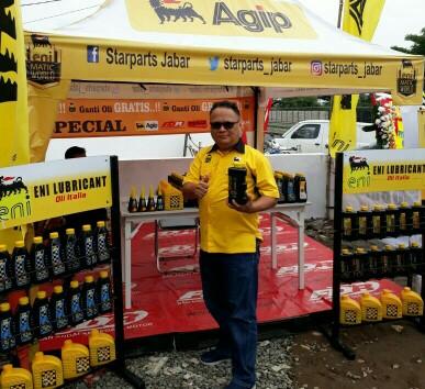 Kun Budi, nasional sales retail manager PT Bahana Nusa Lubrindo (BNL) sebagai Main Distributor pelumas Eni Oil di Indonesia di gelaran ganti oli gratis yang diselenggarakan PT Star Parts Motor