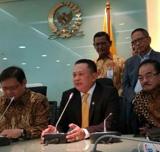 Konferensi Pers penunjukan Bambang Soesatyo sebagai Ketua DPR RI menggantikan Setya Novanto di ruang Fraksi Partai Golkar, Senin (15/1/2018).