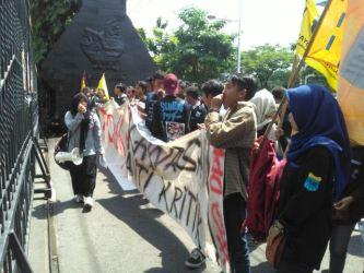 PMII Walisongo Berunjukrasa di DPRD Jawa Tengah menolak Revisi UU MD3
