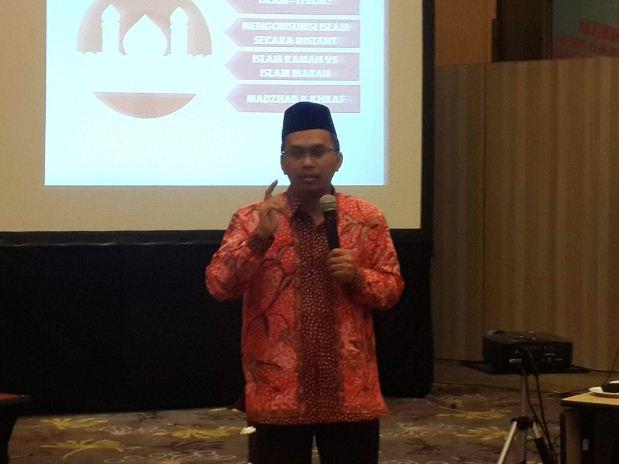 Prof Dr KH Imam Taufiq M.Ag. di acara seminar tentang Perlindungan Pemuda Dari Radikalisme dan Terorisme yang digelar KNPI Kota Semarang