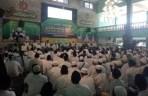 Ribuan umat muslim yang menjadi murid thariqah Qadiriyyah wa Naqsabandiyyah menghadiri tawajjuhan akbar yang digelar di Ponpes Futuhiyyah, Mranggen