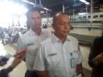 Manager Humas PT Kereta Api Indonesia (Persero) Daop 2 Bandung, Joni Martinus, saat memberikan keterangannya kepada wartawan di Stasiun Bandung, Selasa (13/3/2018)