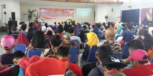 Kegiatan dialog interaktif dengan topik Reaktualisasi Nilai Pancasila Bagi Pemuda Sebagai Pilar Penyangga Jatidiri Bangsa di Gedung Grahasari Balai Kelurahan Gayamsari.
