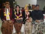 Foto : KPH Wiroyudho (kiri) bersama istri dan Yuni Sofhiani (kedua dari kanan), seusai acara pelantikan DPW Matra Karesidenan Semarang