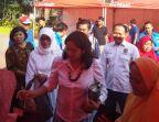 Ketua PKK Kota Semarang, Krisseptiana Hendrar Prihadi saat meninjau stand bazaar