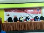 Komisioner KPU Jabar, Nina Yuningsih, saat acara sosialisasi Pilgub Jabar pada keluarga besar Kopri PKC Jabar di Gedung BKM, Jl. Burangrang, Kota Bandung, Jumat (4/5/2018).