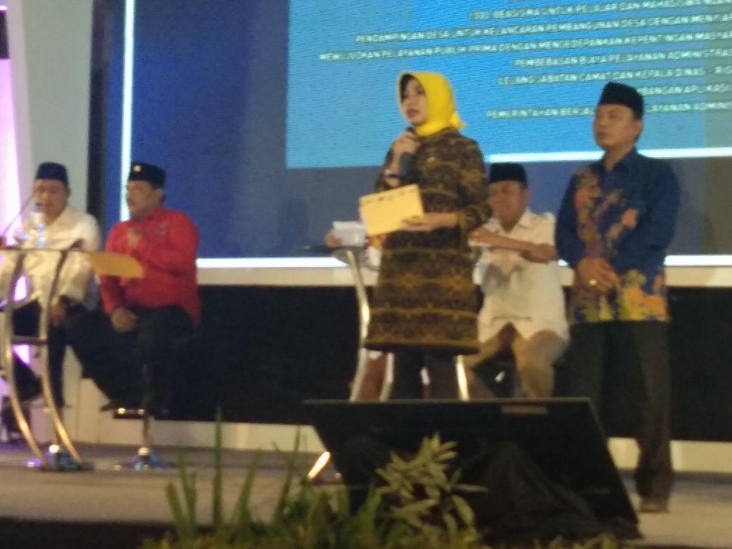 Suanana debat publik calon bupati dan wakil bupati putaran ketiga yang di gelar KPU Kabupaten Nganjuk, Rabu (9/5/2018).