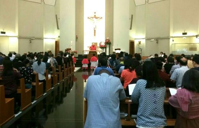 Kegiatan ibadah misa di Gereja St Laurentius, Kota Bandung, saat pelaksanaan kunjungan Kapolda Jabar.