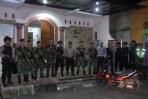 Jajaran Polres Banjar dibantu perkuatan personel TNI, bersiaga pasca peristiwa rentetan bom bunuh diri di Surabaya