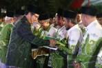 KH Anashom saat melantik PR NU se-Kecamatan Gunungpati, Kota Semarang.