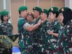 Komandan Kodiklat Angkatan Darat Letnan Jenderal TNI Andika Perkasa, bertindak sebagai Inspektur Upacara pada acara Upacara serah terima jabatan (Sertijab) Komandan Pussenarhanud, Pusdikintel dan Pusdikkowad Kodiklat Angkatan Darat.