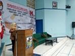 Komisioner KPU Jabar Nina Yuningsih pada acara sosialisasi Pilgub Jabar untuk meningkatkan partisipasi pemilih bagi keluarga besar DPD GMNI Jawa Barat di Gedung KNPI Jl. Sukarno-Hatta Bandung, Jumat (8/6/2018).