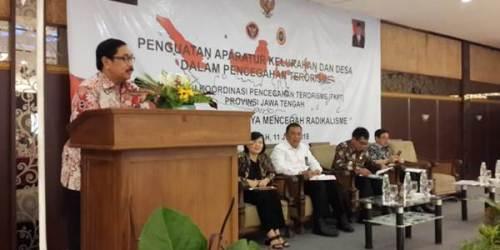 Dr Drs Budiyanto, SH, M.Hum., saat memberikan sambutan dalam kegiatan Penguatan Aparatur Kelurahan dan Desa Dalam Pencegahan Terorisme di Hotel Laras Asri Salatiga