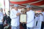 Pangdam III/Siliwangi Terima Penghargaan Diperingatan Hari Jadi Provinsi Jabar