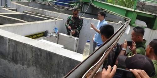 Pengecekan IPAL dan air hasil olahan limbah PT Sansan Saudaratex Jaya oleh Dansektor 21 Satgas Citarum Kolonel Inf Yusep Sudrajat didampingi Harry Danubrata, Sabtu (1/9/2018).