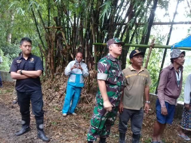 Dandim 1612/Manggarai Letkol Inf Rudy S. Simangunsong, S.Sos memantau langsung kegiatan Pra TMMD di Kec. Reok