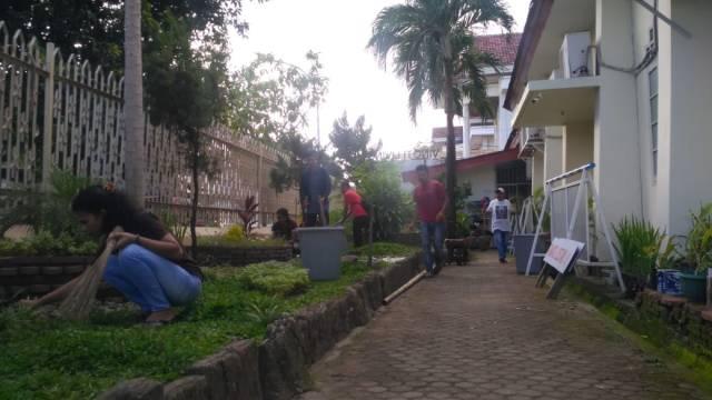 Bakti sosial IP2MKES di Gereja Katolik Mamanjang, Makassar