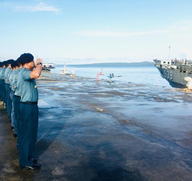 KRI Teluk Parigi-539 Bawa Yonif 1 Marinir Satgas PAM Pulau Terluar Kembali ke Surabaya