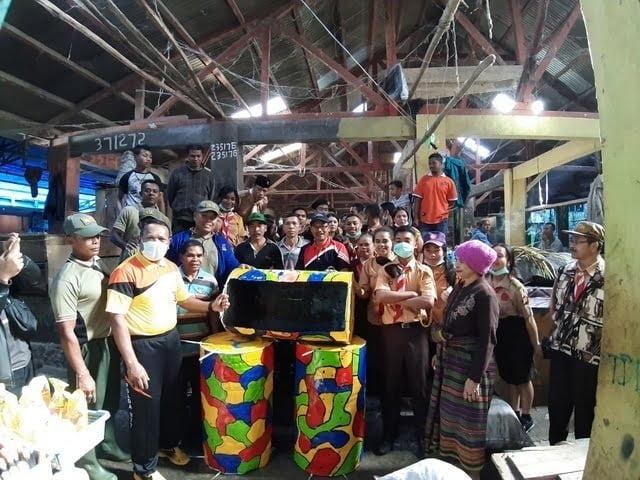 tempat sampah bantuan pemkab manggarai untuk pasar inpres ruteng