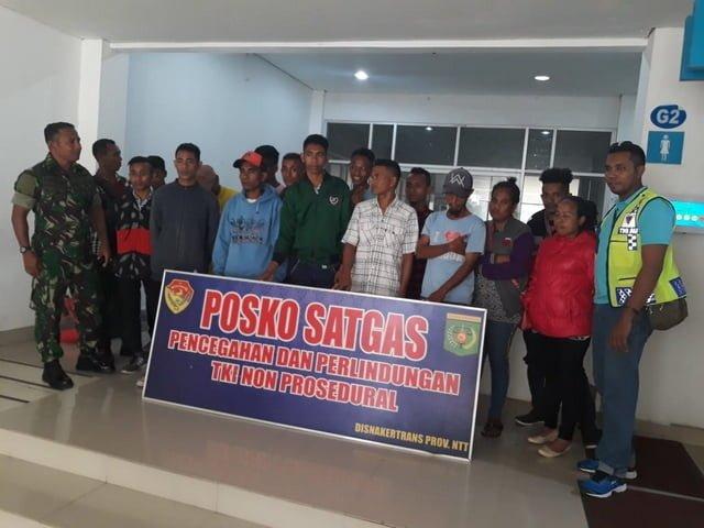 tenaga kerja ilegal yang ditangkap di bandara El Tari Kupang