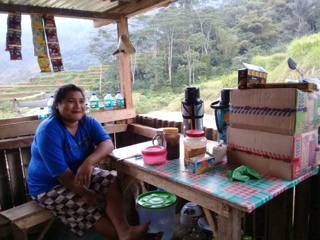 Stefania Tanggo pengusaha warkop sederhana