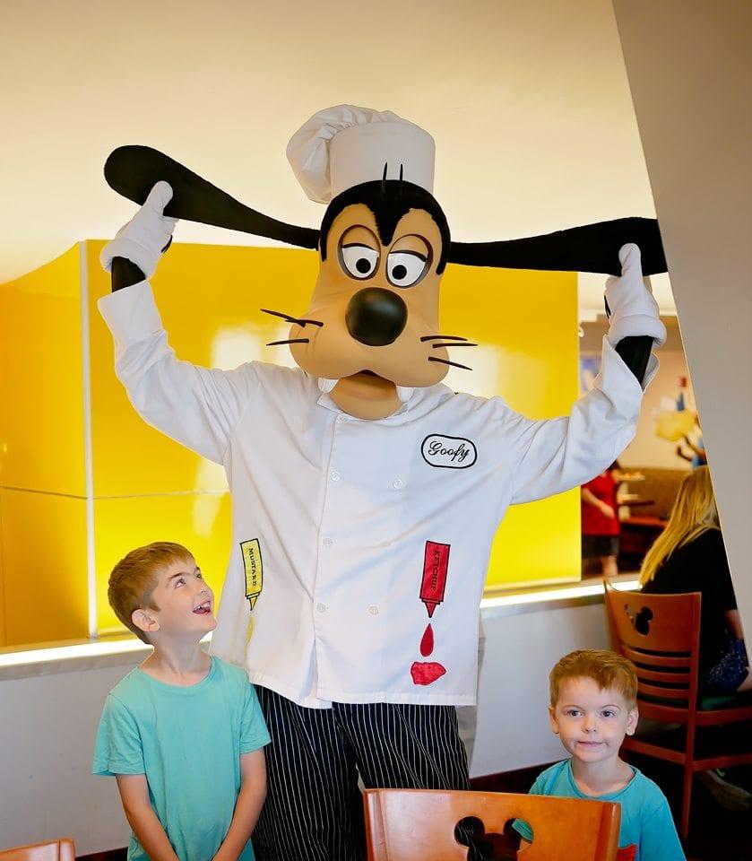 goofy chef mickey character breakfast disney world