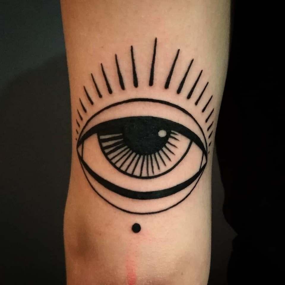 tatouage black trad à Toulouse