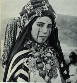 Femme berbere tatouée visage