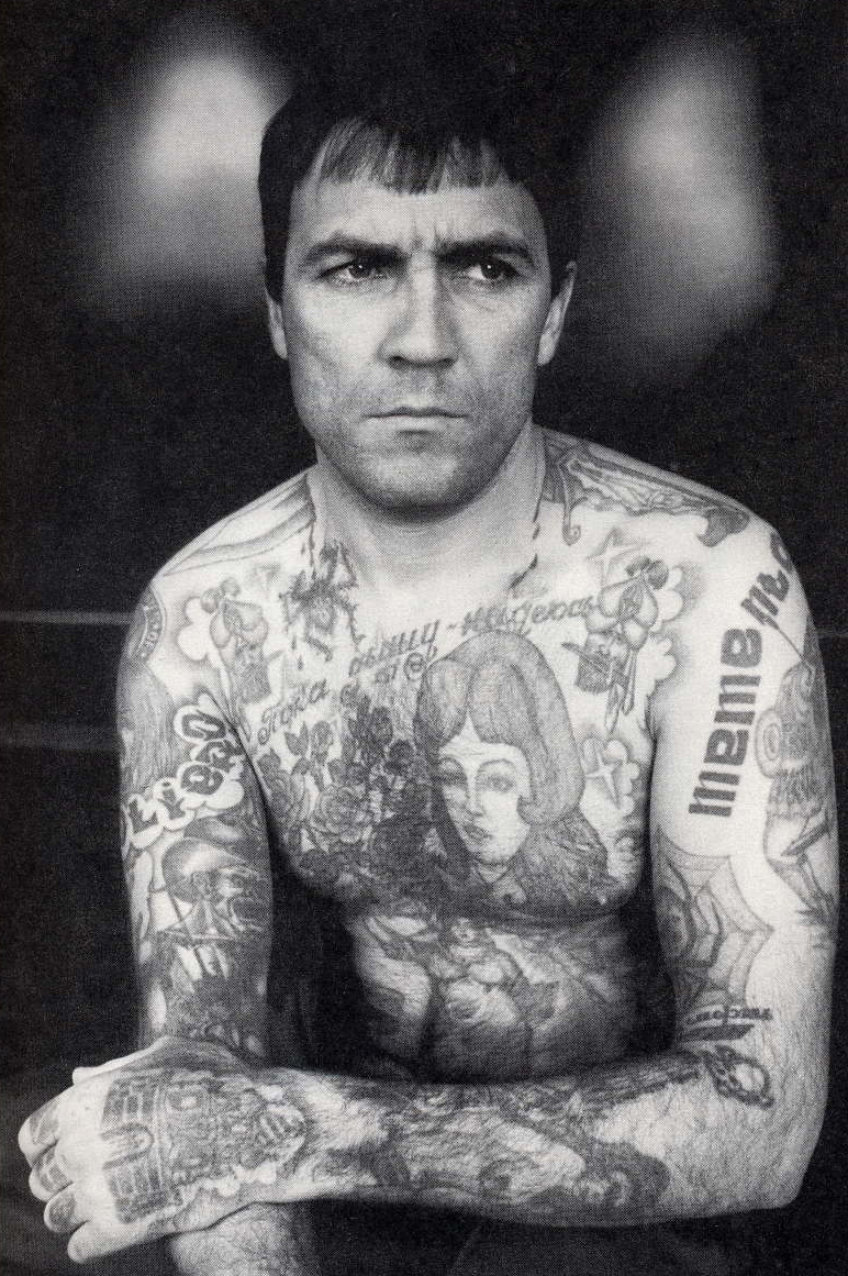Photo de prisonnier russe tatoué